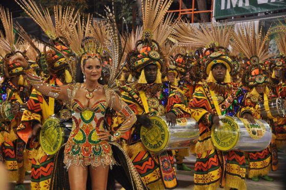 Le Groupe Spécial est formé par les douze meilleures Écoles de Samba et leur Parade est celle que tout le monde attend
