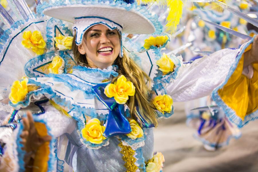 Disfraces y turistas en el Carnaval de Rio