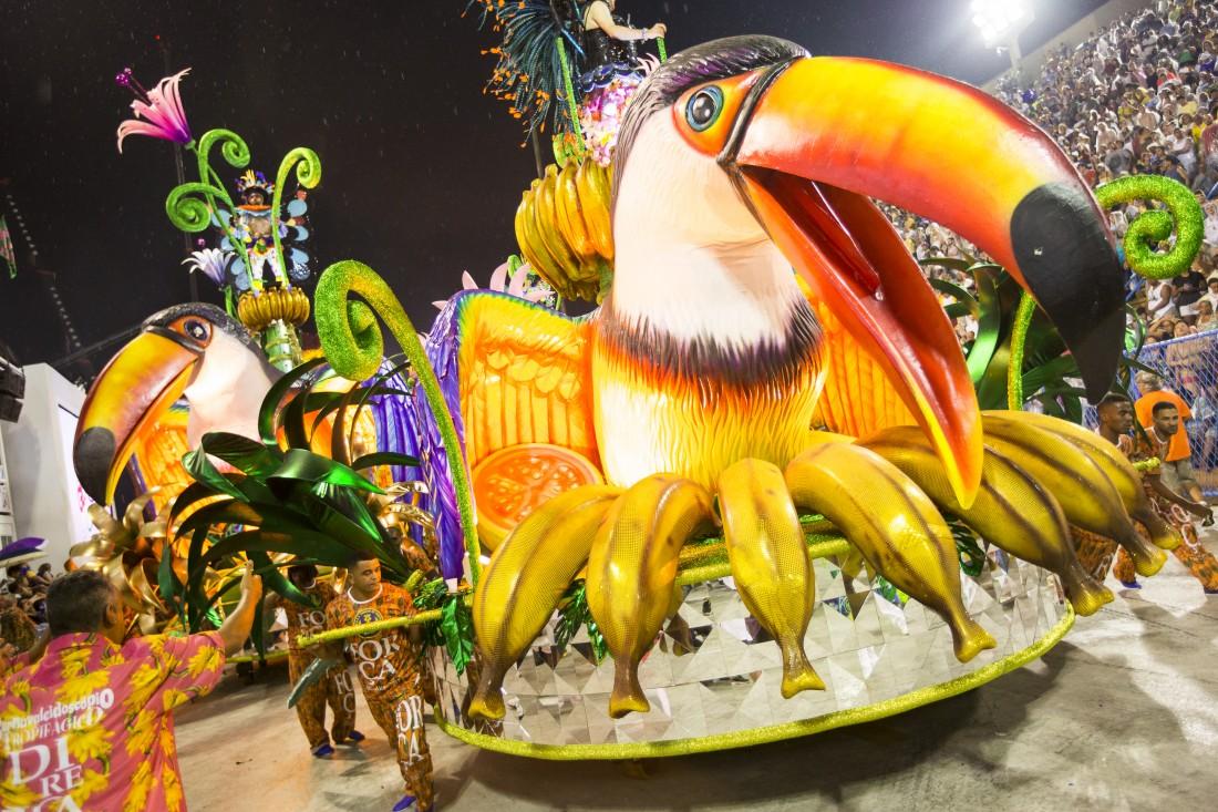 Desfile das escolas de samba do grupo especial do Rio