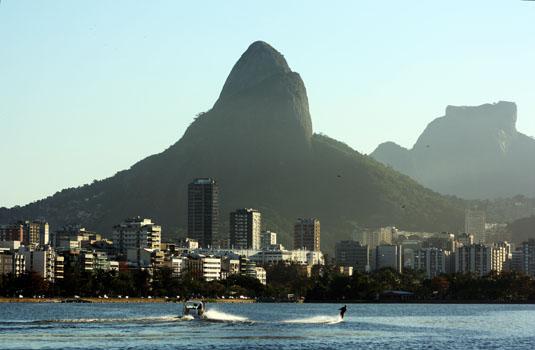 View from the Rodrigo de Freitas lagoon