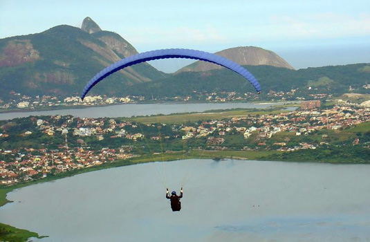 Hang-gliding over the city