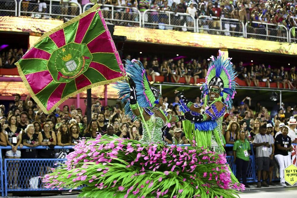 Porta-bandeira y Mestre Sala en el Carnaval de Rio