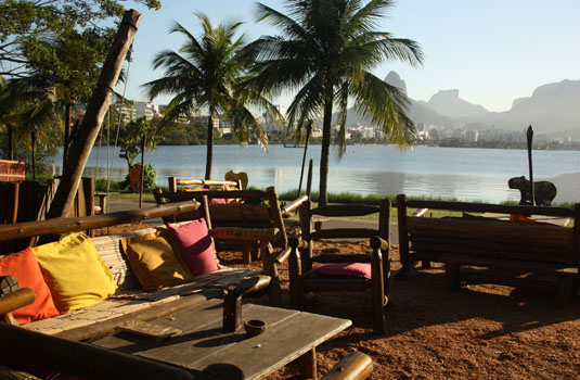 Lagoa de Freitas view from bars and restaurants